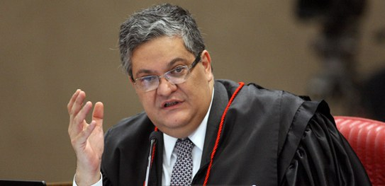Ministro Henrique Neves, do TSE, opinou por negar o registro a candidato.