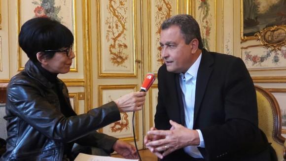 Rui concede entrevista a emissora francesa (Foto Divulgação).