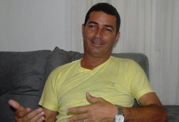 Ninho Valete (PR) diz que está presente na comunidade.