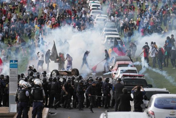 Manifestação em Brasília reuniu mais de 10 mil pessoas (Foto Fábio Rodrigues Pozzebom/Agência Brasil).