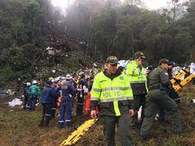 Equipe de buscas no local de queda (Foto Polícia de Antioquia).