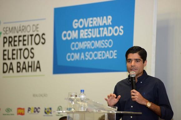 """ACM Neto a prefeitos eleitos: """"hora é de apertar o cinto""""."""
