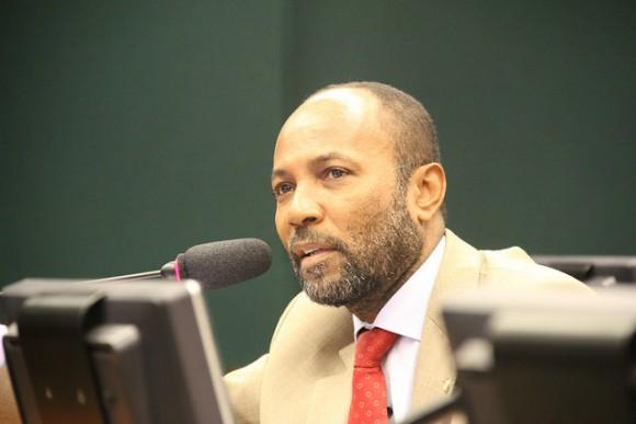 Bebeto condena reformas propostas por Temer.