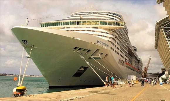 Navio MSC Preziosa atraca no porto ilheense amanhã (Foto Divulgação).