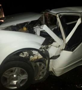 Impacto destruiu parte dianteira dos dois veículos.