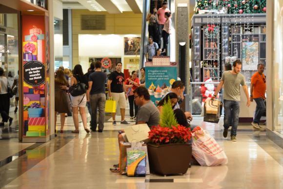 Procon e Proteste recomenda atenção a consumidores (Foto Valter Campanato).